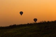 Σκιαγραφία μπαλονιών με το ηλιοβασίλεμα στοκ φωτογραφίες με δικαίωμα ελεύθερης χρήσης