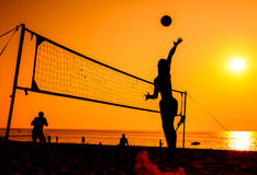 Σκιαγραφία πετοσφαίρισης παραλιών Στοκ εικόνα με δικαίωμα ελεύθερης χρήσης