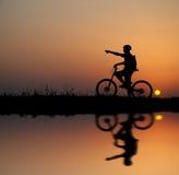 σκιαγραφία ποδηλατών Στοκ Φωτογραφίες