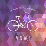 Σκιαγραφία ποδηλάτων σε ένα γεωμετρικό υπόβαθρο Αναδρομικό πρότυπο σχεδίου αφισών επίσης corel σύρετε το διάνυσμα απεικόνισης Στοκ Φωτογραφία