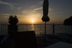 Σκιαγραφία στο ηλιοβασίλεμα Στοκ φωτογραφία με δικαίωμα ελεύθερης χρήσης