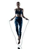 Σκιαγραφία σχοινιών άλματος ικανότητας γυναικών excercises Στοκ Εικόνες