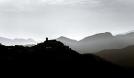Σκιαγραφία της άποψης βουνών σχετικά με το ηλιοβασίλεμα, Ιταλία Στοκ εικόνες με δικαίωμα ελεύθερης χρήσης