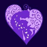 Σκιαγραφία της αγάπης του ζεύγους μέσα στην καρδιά με τις πεταλούδες Στοκ Φωτογραφία