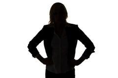 Σκιαγραφία της επιχειρηματία με τα χέρια στα ισχία Στοκ εικόνα με δικαίωμα ελεύθερης χρήσης