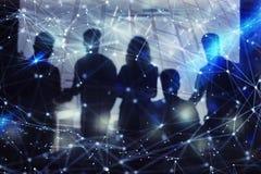 Σκιαγραφία της εργασίας επιχειρηματιών μαζί στην αρχή Έννοια της ομαδικής εργασίας και της συνεργασίας διπλή έκθεση με το δίκτυο στοκ εικόνα