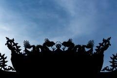 Σκιαγραφία της στέγης της Κίνας στο υπόβαθρο ουρανού Στοκ Εικόνες