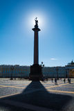 Σκιαγραφία της στήλης του Αλεξάνδρου στον ουρανό backround στην Αγία Πετρούπολη Στοκ εικόνες με δικαίωμα ελεύθερης χρήσης