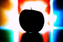 Σκιαγραφία της Apple στο χρωματισμένο υπόβαθρο Στοκ εικόνα με δικαίωμα ελεύθερης χρήσης