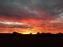 Σκιαγραφία τοπίων στην ανατολή ηλιοβασιλέματος στοκ φωτογραφίες με δικαίωμα ελεύθερης χρήσης