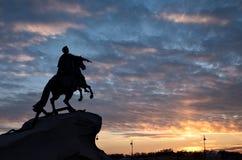 Σκιαγραφία του αγάλματος ιππέων χαλκού στην Άγιος-Πετρούπολη Στοκ Εικόνα