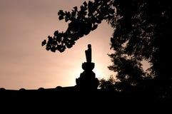Σκιαγραφία του βουδιστικού αγάλματος Στοκ Φωτογραφίες