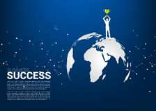 Σκιαγραφία του επιχειρηματία με το τρόπαιο πρωτοπόρων που στέκεται στον παγκόσμιο χάρτη διανυσματική απεικόνιση