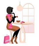 Σκιαγραφία του κοριτσιού στον καφέ απεικόνιση αποθεμάτων