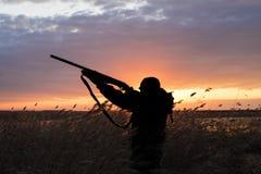 Σκιαγραφία του κυνηγού Στοκ εικόνες με δικαίωμα ελεύθερης χρήσης