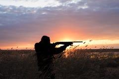 Σκιαγραφία του κυνηγού Στοκ Φωτογραφία