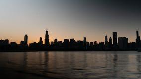 Σκιαγραφία του ορίζοντα του Σικάγου το βράδυ - ΣΙΚΑΓΟ, ΗΠΑ - 12 ΙΟΥΝΊΟΥ 2019 στοκ εικόνες