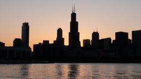 Σκιαγραφία του ορίζοντα του Σικάγου το βράδυ - ΣΙΚΑΓΟ, ΗΠΑ - 12 ΙΟΥΝΊΟΥ 2019 στοκ φωτογραφίες