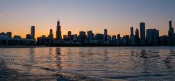 Σκιαγραφία του ορίζοντα του Σικάγου το βράδυ - ΣΙΚΑΓΟ, ΗΠΑ - 12 ΙΟΥΝΊΟΥ 2019 στοκ φωτογραφία