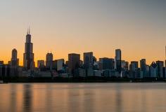 Σκιαγραφία του ορίζοντα του Σικάγου το βράδυ - ΣΙΚΑΓΟ, ΗΠΑ - 12 ΙΟΥΝΊΟΥ 2019 στοκ φωτογραφίες με δικαίωμα ελεύθερης χρήσης
