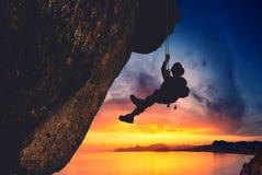 Σκιαγραφία του ορειβάτη βράχου Στοκ Φωτογραφίες