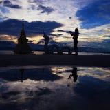 Σκιαγραφία του δράκου και του ανθρώπου Στοκ Φωτογραφίες