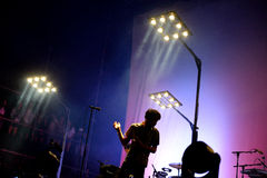 Σκιαγραφία του τραγουδιστή της συναυλίας Vetusta Morla (ισπανική ζώνη) στο φεστιβάλ Dcode στοκ φωτογραφία με δικαίωμα ελεύθερης χρήσης
