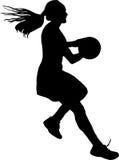 Σκιαγραφία του τρεξίματος φορέων δικτυόσφαιρων κοριτσιών με τη σφαίρα Στοκ Φωτογραφία
