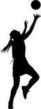 Σκιαγραφία του φορέα δικτυόσφαιρων κοριτσιών που ανταγωνίζεται για τη σφαίρα Στοκ φωτογραφία με δικαίωμα ελεύθερης χρήσης
