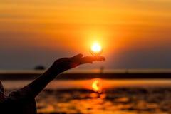 Σκιαγραφία του χεριού μιας γυναίκας στοκ φωτογραφία με δικαίωμα ελεύθερης χρήσης