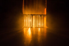 Σκιαγραφία των εγκαταστάσεων παραγωγής ενέργειας έννοια βιομηχανική Βιομηχανική πυρκαγιά από τους σωλήνες τη νύχτα διακόσμηση Στοκ Εικόνες