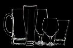 Σκιαγραφία των διαφορετικών γυαλιών στο μαύρο υπόβαθρο Στοκ εικόνες με δικαίωμα ελεύθερης χρήσης