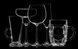 Σκιαγραφία των διαφορετικών γυαλιών στο μαύρο υπόβαθρο Στοκ εικόνα με δικαίωμα ελεύθερης χρήσης