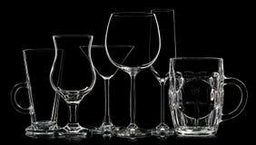 Σκιαγραφία των διαφορετικών γυαλιών στο μαύρο υπόβαθρο Στοκ φωτογραφία με δικαίωμα ελεύθερης χρήσης