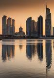 Σκιαγραφία των πύργων λιμνών Jumeirah στο σούρουπο, Ντουμπάι, ενωμένος Άραβας Στοκ Εικόνα