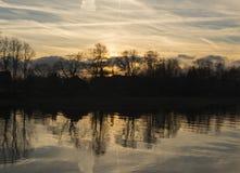 Σκιαγραφία των όχθεων του ποταμού στοκ εικόνες