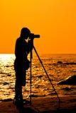 σκιαγραφία φωτογράφων παραλιών Στοκ εικόνα με δικαίωμα ελεύθερης χρήσης