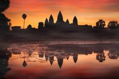 Σκιαγραφία Angkor Wat στην ανατολή Μνημείο της Καμπότζης - Siem Στοκ Εικόνα