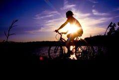 Σκιαγραφία Biking Στοκ Φωτογραφίες