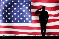 Σκιαγραφία Solider με τη αμερικανική σημαία Στοκ Εικόνα