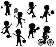 Σκιαγραφίες αθλητικών παιδιών που τίθενται Στοκ Εικόνα