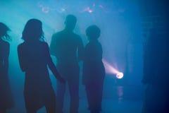 Σκιαγραφίες ανθρώπων κομμάτων disco γαμήλιων λεσχών Στοκ φωτογραφία με δικαίωμα ελεύθερης χρήσης