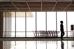 Σκιαγραφίες ανθρώπων στον αερολιμένα Στοκ εικόνες με δικαίωμα ελεύθερης χρήσης