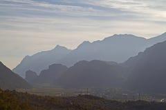 Σκιαγραφίες βουνών Arco στοκ εικόνες με δικαίωμα ελεύθερης χρήσης