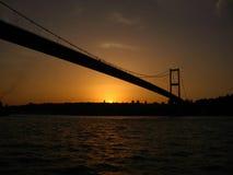 Σκιαγραφίες και ηλιοβασίλεμα από Bosphorus Στοκ Φωτογραφία