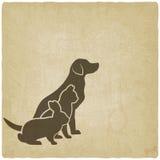 Σκιαγραφίες κατοικίδιων ζώων σκυλί, γάτα και κουνέλι λογότυπο του καταστήματος κατοικίδιων ζώων ή της κτηνιατρικής κλινικής Στοκ φωτογραφία με δικαίωμα ελεύθερης χρήσης