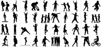 Σκιαγραφίες παιδιών που παίζουν το υπαίθριο διάνυσμα Παιχνίδι παιδιών στην παιδική χαρά Γυμναστική διαφορετική θέση παιδιών Ενεργ απεικόνιση αποθεμάτων