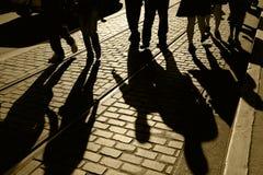 σκιαγραφίες σκιών ανθρώπ&omega Στοκ Φωτογραφία