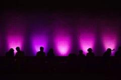 Σκιαγραφίες του καθίσματος ανθρώπων Στοκ Φωτογραφίες