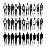 Σκιαγραφίες των διαφορετικών ανθρώπων σε μια έννοια υπόλοιπου κόσμου απεικόνιση αποθεμάτων